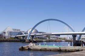 名古屋港水族館とポートブリッジ